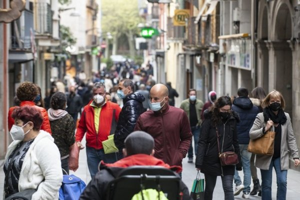 Spain's population falls by 106,000 people in 2020 after four years of growth