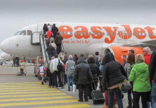 easyJet Chief Calls For Cut In PCR Test Costs To £30