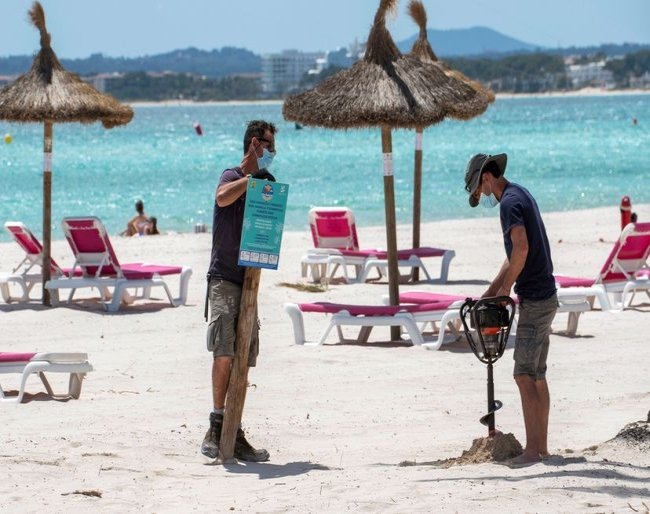 Fears loom in Spanish tourism industry as restrictions in Britain, Germany threaten summer rebound