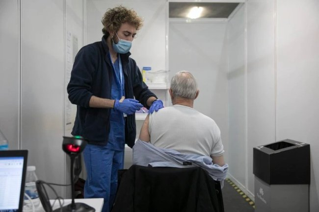 Spain meets first Covid-19 vaccination goal: 5 million immunized with both doses