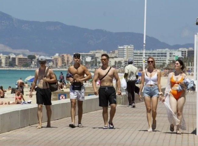 Mallorca student trip sparks huge Covid-19 cluster in Spain