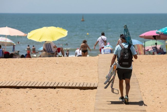Spain to remain on UK amber travel list, boosting hopes for battered tourism sector