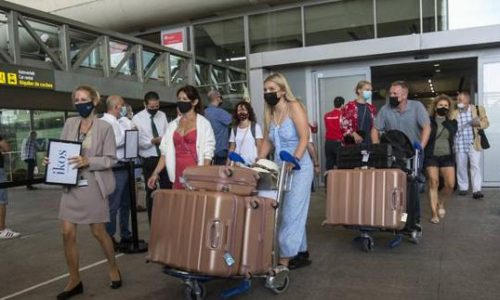 Spanish face new travel requirements to the UK from 1 October